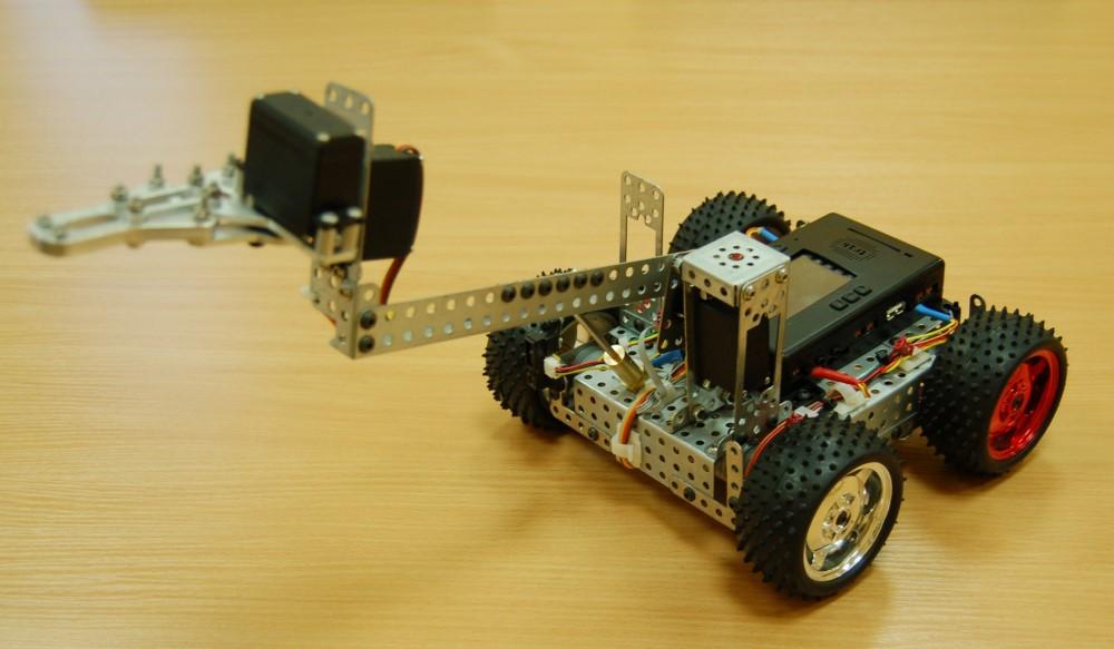 Радиоуправляемая модель из конструктора ТРИК