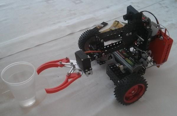 Робот из конструктора ТРИК