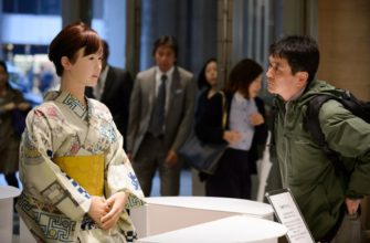Робот гуманоид помогает посетителям ТЦ ориентироваться среди магазинов и развлечений